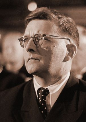 800px-Dmitri_Shostakovich_credit_Deutsche_Fotothek_adjusted